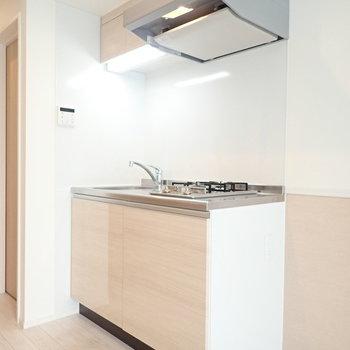 キッチンの右側はオープンで開放感があります。