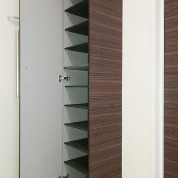 縦長タイプです。※写真は2階の反転間取り別部屋のものです※写真はクリーニング前のものです