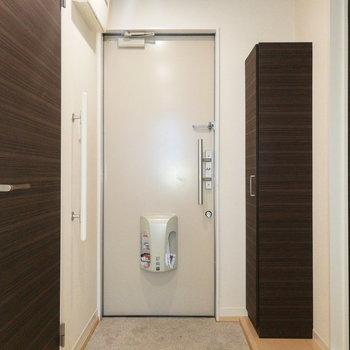 最後は玄関の収納。※写真は2階の反転間取り別部屋のものです※写真はクリーニング前のものです