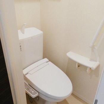 トイレ、独立してます。※写真は2階の反転間取り別部屋のものです※写真はクリーニング前のものです