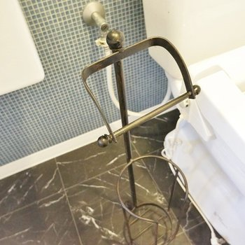 アンティーク調のペーパーフォルダー、※写真は同タイプの別室