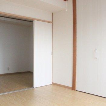 ナチュラルのフローリングが柔らかな雰囲気を演出 ※写真は3階の同間取りの別部屋のものです