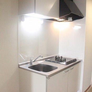 キッチンもキレイにリフォーム済み ※写真は3階の同間取りの別部屋のものです