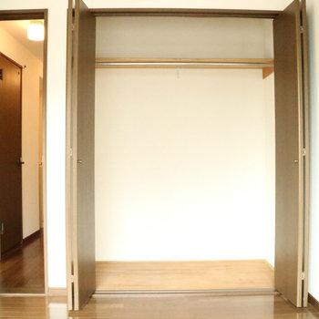 【洋室】物持ちさんにも安心の大きさです!※写真は1階同間取り別部屋のものです