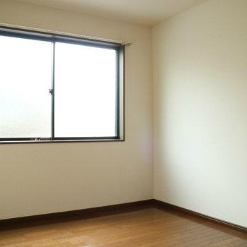 【洋室】洋室も広いです。※写真は1階同間取り別部屋のものです