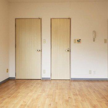 お部屋はこんな感じ。木の暖かみに癒される~