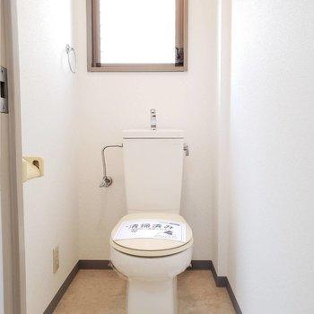 おトイレ。窓を開けて開放的にっ