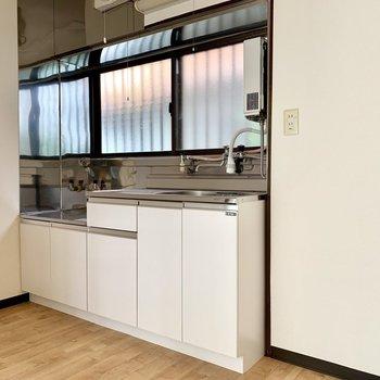 【1F】キッチン隣に冷蔵庫が置けますよ