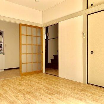 【1F】開けると、キッチンと玄関へ