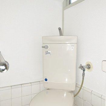 【1F】トイレにも窓があります※写真は通電前のものです