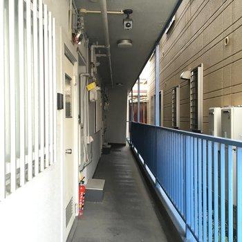 共用廊下。こちらの1番手前のお部屋