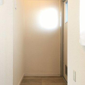 玄関。シューズクローゼットはご用意を。