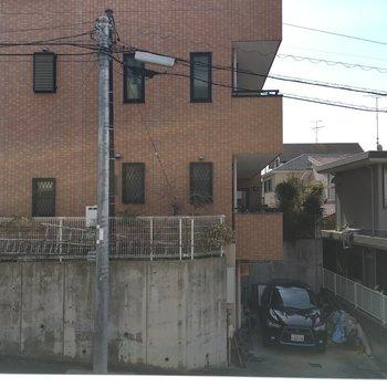 1階ですが、坂に建つので2階くらいの目線
