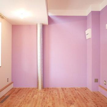 壁が淡いパープルでかわいい!