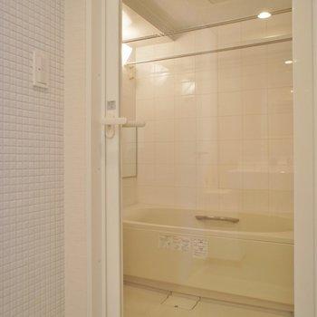 ガラス張りのバスルーム!
