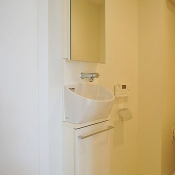 トイレの中にもミニ洗面!