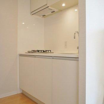 キッチンは白でスマートに。