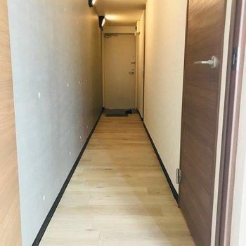 ながーーい廊下。ホテルの廊下みたい!※写真は同間取り別部屋です。