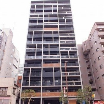 おしゃれな外観の15階建てマンション!※写真は2階の同間取り別部屋のものです