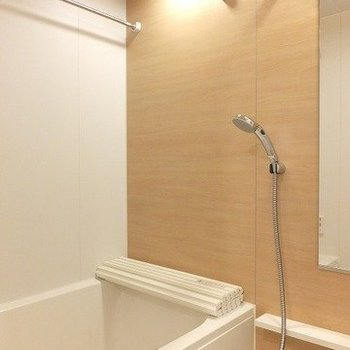 お風呂は浴室乾燥機付き!※写真は2階の同間取り別部屋のものです