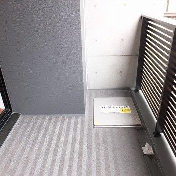 バルコニーで洗濯物は干せないんです。。。※写真は2階の同間取り別部屋のものです
