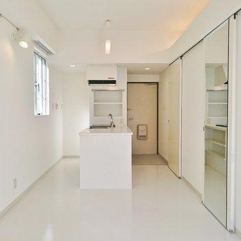 キッチンがこんなところに!※写真は2階の反転間取り別部屋のものです
