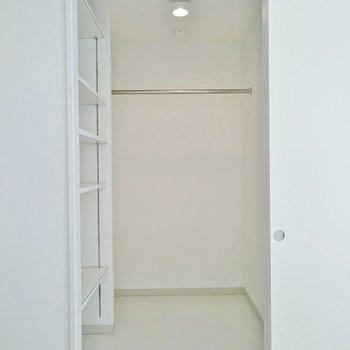 ココがウォークインクローゼット!※写真は2階の反転間取り別部屋のものです