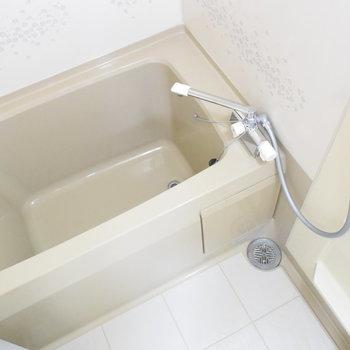 お風呂はちょっとレトロです