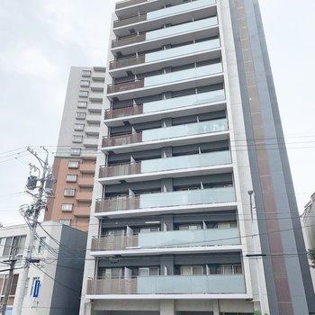 12階建の鉄筋コンクリートマンション。