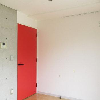 北欧雑貨のようなドア♪※写真は3階の同間取り別部屋のものです