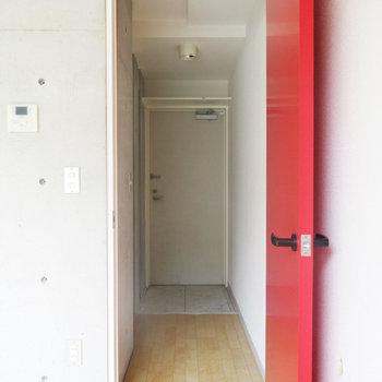 お部屋から玄関方面。※写真は3階の同間取り別部屋のものです