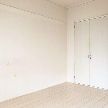【洋室6帖】オールホワイト。