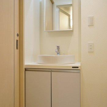 可愛い洗面台※写真は4階の同間取り別部屋のものです