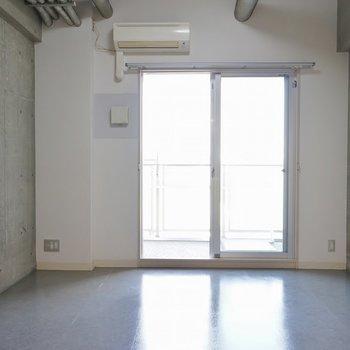 お部屋の中は思ったより明るいです※写真は4階の同間取り別部屋のものです