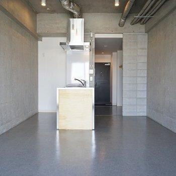 コンクリ打ちっぱなしのお洒落感丸出し☆※写真は4階の同間取り別部屋のものです