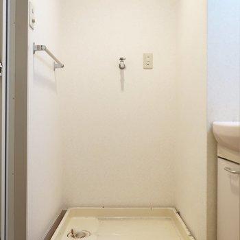 洗濯パンも脱衣所にあるから使いやすそう!(※写真は清掃前のものです)