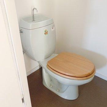トイレは木製便座でナチュラルに