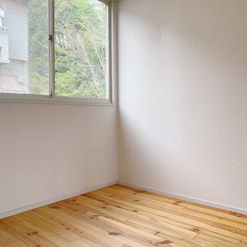 4.5帖の洋室。窓があるのでとっても明るい〜