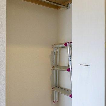 クローゼットにある脚立を使いましょう※写真は9階の同間取り別部屋のものです。