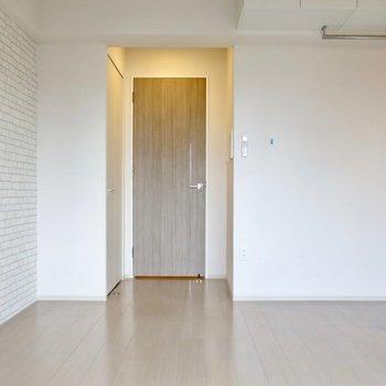 荷物は少なめで※写真は9階の同間取り別部屋のものです。