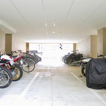 たくさん停まる駐輪場