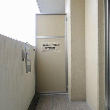余裕のあるバルコニー※写真は9階の同間取り別部屋のものです。