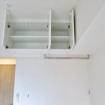 高いところに収納※写真は9階の同間取り別部屋のものです。