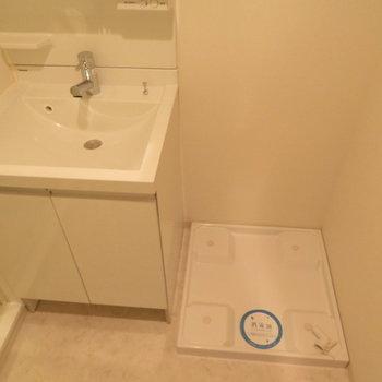 洗面脱衣所ですね※写真は13階の同間取り別部屋のものです。
