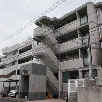 どっしり大きめのマンションです