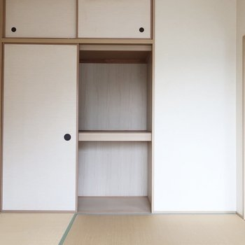 和室にはやっぱり押入れですよね※写真は2階の反転間取り別部屋のものです