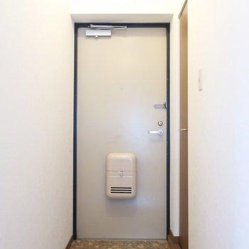 すっきり玄関※写真は2階の反転間取り別部屋のものです
