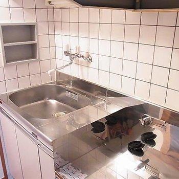 キッチンです。※写真は同階の同間取り別部屋のものです