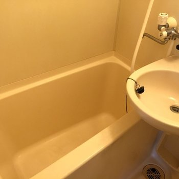 お風呂はふつう※写真は2階同間取り別部屋のものです