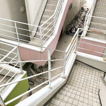 同じタイプの建物が4棟ぎゅっと。階段だけど2階だからしんどくないね。